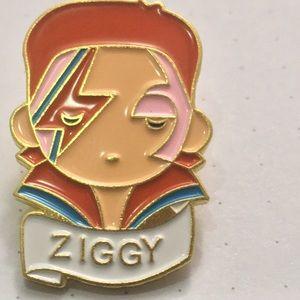 ZIGGY David Bowie gold & multi enamel & metal pin